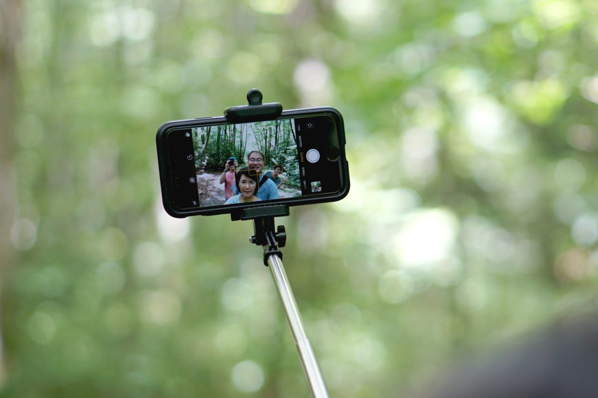 Top 7 Best iPhone 12 Selfie Sticks